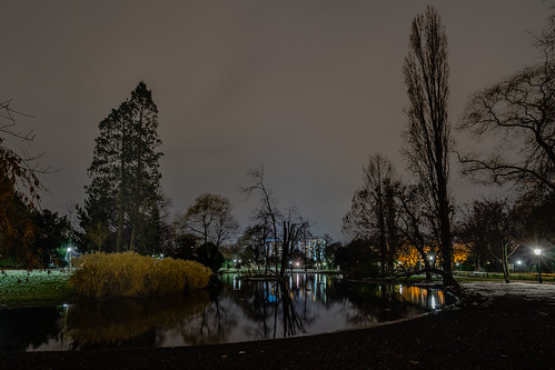At night in the city park