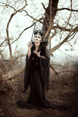 """TEATRONATURA """"Obscura"""" (valeriafoglia) Tags: obscura dark dakness darkness black dress nature winter costume outfit model makeup magic art atmosphere amazing fantasy surreal tree photo photography crown queen witch design creative composition capture colors concept stylist"""