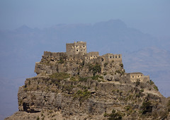 Village Posted On The Top Of A Mountain, Yemen (Eric Lafforgue) Tags: arabia arabiafelix arabianpeninsula architectural architecture blue bluesky building colourpicture day fort hill historical history horizontal housing landscape mountain nopeople placeofinterest rock stone stronghold village yemen mg6134 copyspace hababa