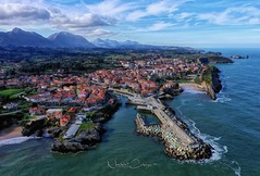 Mirando Llanes.. (Norbert Cabeza Llanes) Tags: asturias llanes villa mar cielo ciudad paraisonatural paisaje