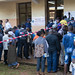 Des rangs formés devant les bureaux de vote par des électeurs qui les ont localisés