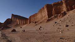 Amphitheatre in der Atacama Wüste (marionkaminski) Tags: chile südamerika southamerica lateinamerika atacama atacamawüste desiertodeatacama desierto desert sanpedro regíondeantofagasta valledelaluna rock amphitheater anfiteatro amphitheatre felsen wüste landscape paisaje paysage panasonic lumixfz1000 natureinfocusgroup