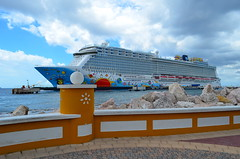 The Norwegian Breakaway in Curaçao (Neal D) Tags: curaçao willemstad port ship cruiseship ncl norwegianbreakaway norwegiancruiseline