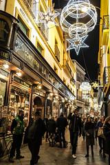 Calle Sierpes de Sevilla (ameliapardo) Tags: sevilla callesierpes nocturna iluminacióndenavidad luces víapublica fujixt2 fujinon1855