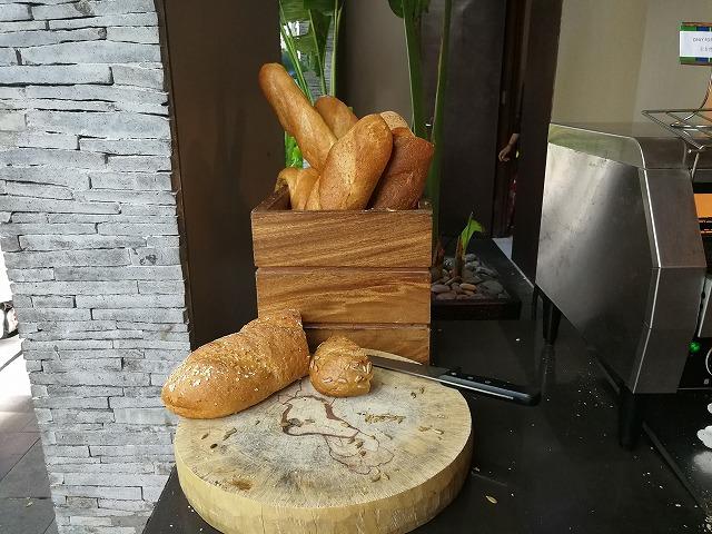 <p>フランスパン</p>