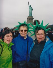2001? Jen Barb Mom in NYC (Ken_Mayer) Tags: mayer family vinsonhallclearout
