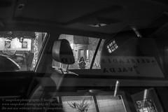 Die Fenster von Reykjavik (Agentur snapshot-photography) Tags: island iceland isländisch isl reykjavik hauptstadt reykjavíkurborg fenster wohnen lebenswelten symbol symole symbolfoto alltag window windows wohnwelten gesellschaft architektur architecture lebensalltag einblick einblicke schnappschuss 012300 momentaufnahme bevölkerung 012200 symbolbild symbolfotos touristmus autofenster reflexion personen 08003000 besucher visitor visitors tourist touristen tourismus reisende reisender reisen travel traveling strassenszene nightlife nachtleben 04014000 tourism
