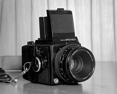 bronica SQ-A (Howard Sandler (film photos)) Tags: bronica sqa graflex crowngraphic largeformat 4x5 blackandwhite film camera cameraporn flashbulb hp5