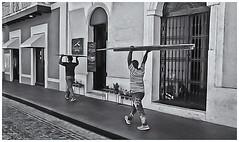 Fotografía Callejera (Street Photography) (Samy Collazo) Tags: pentaxauto1101978 pentax11018mmf28 pentaxmini pentax 110format formato110 smallformat formatopequeño aristaedu100 sanjuan oldsanjuan viejosanjuan puertorico bn bw streetphotography fotografiacallejera