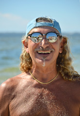 Mark with the hippie hair (radargeek) Tags: florida fl 2018 october beach sunglasses fortmyersbeach hat portrait reflection smile