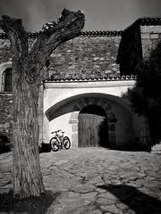Biker at the church (La nesto de la lango) Tags: btt mtb church iglesia extremadura spain casasdemillán mountbiker mountainbike