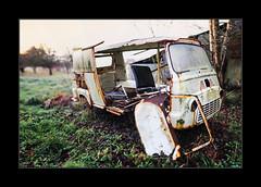 A l'abandon 1 (Breizhpanda) Tags: bretagne languidic morbihan brenitzer epave vehicule voiture fourgon