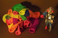 Un androide playmobil y globos (Juan Antonio Xic Eseyosoyese) Tags: un androide playmobil y globos ballons juguete serie 14 maxtor el mitad hombre maquina futuro escena de la película ciencia ficción bodegón abstracción nikon muñeco brazo arma gmbh vengador sobre sorpresa ayer mañana colores noche figures series cyborg del espacio guerrero lanza flecha