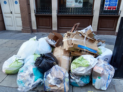 Great Castle Street. 20181103T14-02-46Z (fitzrovialitter) Tags: england gbr geo:lat=5151592000 geo:lon=014154000 geotagged oxfordcircus unitedkingdom westendward peterfoster fitzrovialitter city camden westminster streets urban street environment london fitzrovia streetphotography documentary authenticstreet reportage photojournalism editorial daybyday journal diary captureone olympusem1markii mzuiko 1240mmpro microfourthirds mft m43 μ43 μft ultragpslogger geosetter exiftool rubbish litter dumping flytipping trash garbage