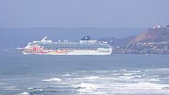 NORWEGIAN SUN, zarpando desde el puerto de San Antonio, Chile. (Andres Bertens) Tags: 6177 olympusem10markii olympusomdem10markii olympusm75300mmf4867ii olympusmzuikodigital75300mmf4867ii rawtherapee vessel ship barco crucero cruise norwegiansun