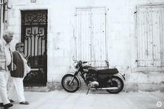 (LV diaphragm) Tags: france la rochelle canon af35m argentique analog noir blanc white black street photography