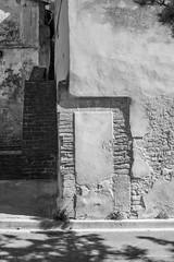 Balade dans les rues de Caromb -7 (LaurentBourdier) Tags: rue street streets photgraphy art outside escaliers vaucluse provence france blackandwhite