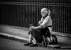 La misère serait moins pénible au soleil?? /  Misery would be less painful in the sun?? (vedebe) Tags: ville city rue street urbain urban people humain human femme noiretblanc netb nb bw monochrome saintpetersbourg société social