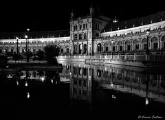 Plaza de España - Sevilla (Ennio Fratini) Tags: andalucia bwblackandwhite españa europa omdem1 olympus sevilla architectural handheld luminositymasks mirrorless reflections streetlight streetphotography travel viajes seville sevilleprovince spain es