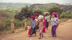 Little girls from Pao tribe. (Laszlo Horvath.) Tags: nikond7100 sigma1835mmf18art myanmar burma paotribe girls nationalgeographic