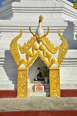 Buddah altar (Frühtau) Tags: country land burma burmese μυανμάρ 버마 buddhism ミャンマーburma myanmar village dorf daily life street scene portrait photography leben leute face traditional tradition people stuff ミャンマー birmanya βιρμανία mjanmarsko мианмар 缅甸 мјанмар temple tempel statue