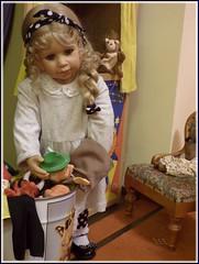 Bärbel will auch mitspielen ! / Bärbel also wants to play ! (ursula.valtiner) Tags: puppe doll bärbel künstlerpuppe masterpiecedoll kasperltheater punchtheatre kasperl punchpuppet