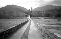 bobbio (thomasw.) Tags: bobbio emiliaromagna italia italien italy europe europa 35mm travel travelpics wanderlust analog schwarzweiss sw kb