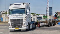 AW81140 (18.05.25, Østhavnsvej, Oliehavnsvej)DSC_8558_Balancer (Lav Ulv) Tags: 248876 østhavnsvej portofaarhus volvo volvofh fh4 fh500 e6 euro6 6x2 white tolsentransport torbenolsentransport gedved kronetrailer 2017 truck truckphoto truckspotter traffic trafik verkehr cabover street road strasse vej commercialvehicles erhvervskøretøjer danmark denmark dänemark danishhauliers danskefirmaer danskevognmænd vehicle køretøj aarhus lkw lastbil lastvogn camion vehicule coe danemark danimarca lorry autocarra danoise vrachtwagen trækker hauler zugmaschine tractorunit tractor artic articulated semi sattelzug auflieger trailer sattelschlepper vogntog oplegger sættevogn skeletaltrailer