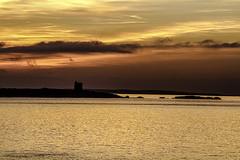 Amaneciendo (ibzsierra) Tags: ibiza eivissa baleares canon 7d 70200isusm costa coast torre tower amanecer sunrise daewn nube clous mar sea mer mare
