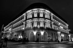 Like rounded corner (4eye MONO) Tags: 18105mmf3556gvr nikon nikkor 4eye poland warsaw blackandwhite bw amateur city street night monochrome europejski