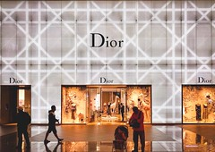 Dior@Taipei 101..... (Evo-PlayLoud) Tags: iphonex appleiphone streetphotography lightandshadows interior psexpress