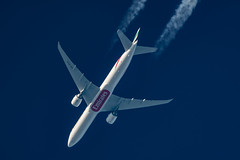 Emirates Boeing 777-31H(ER) A6-ECH (Thames Air) Tags: emirates boeing 77731her a6ech contrail telescope dobsonian contrails overhead vapour trail