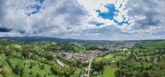 Timbío (José M. Arboleda) Tags: paisaje panorama árbol bosque montaña cielo nube carretera ciudad casa río timbío cauca colombia minidrone drone dji spark josémarboledac