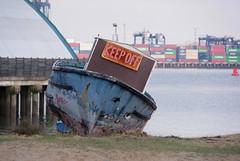 IMGP6972 (mattbuck4950) Tags: england unitedkingdom europe water boats rivers northsea january signs essex harwich camerapentaxk70 lenssigma18300mm 2019 riverstoursuffolk felixstowe portoffelixstowe gbr
