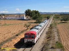 Tren de Cercanías de Renfe (Línea C-3) a su paso por San Antonio de REQUENA (Valencia) (fernanchel) Tags: spain c3 поезд bahnhöfe railway station estacion ferrocarril tren treno train rodalies cercanias renfe adif requena sanantonioderequena