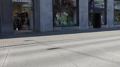 Radfahrer, Fussgänger und Bus rückwärts (Sanseira) Tags: ljubljana laibach radfahrer fussgängerzone bus rückwärts fahrradfahrer radler video movie umgekehrt reverse backwards