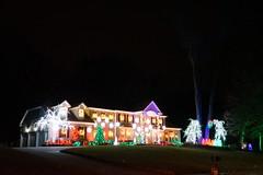 2018.12.15.003 (FOTOGRAFIA.Nelo.Esteves) Tags: 2018 neloesteves sony a7ii usa us unitedstates nj newjersey holmdel xmas christmas holiday lights displays night decorations boxwood
