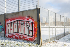 fence and concrete II (Rasande Tyskar) Tags: hamburg bahrenfeld bonnepark zaun fence mauer wall schnee snow winter haus hochhaus häuser tower blocks pitch fusballplatz soccer graffity graffiti graffito