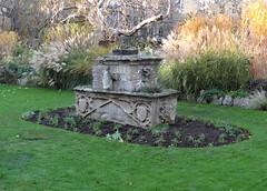 """Dervorguilla's tomb"" (but not really a tomb) (heffelumpen9) Tags: dervorguillastomb dervorguillaofgalloway johnballiol balliolcollege oxforduniversity fellowsgarden devorgilla"