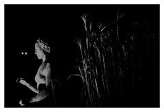 White Woman (RadarO´Reilly) Tags: nacht night skulptur sculpture gruga essen nrw germany park garten garden