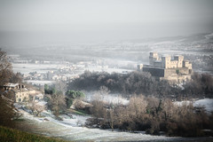 #Torrechiara #Winter #Snow (gabriele.785) Tags: parma torrechiara snow winter hill open nature castle fog nikon d5200 tamron emiliaromagna valley daylight light soft contrast architecture building landscape panorama italy autumn