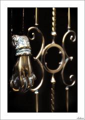 Mano dura (V- strom) Tags: detalles details metal mano hand amarillo yelow negro aldaba latchc nikon nikon2470 nikond700 viaje travel vstrom texturas textures
