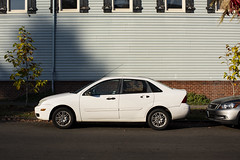 Focus (Curtis Gregory Perry) Tags: portland oregon ford focus white sedan auto car automobile pdx nikon d810 automóvil coche carro vehículo مركبة veículo fahrzeug automobil