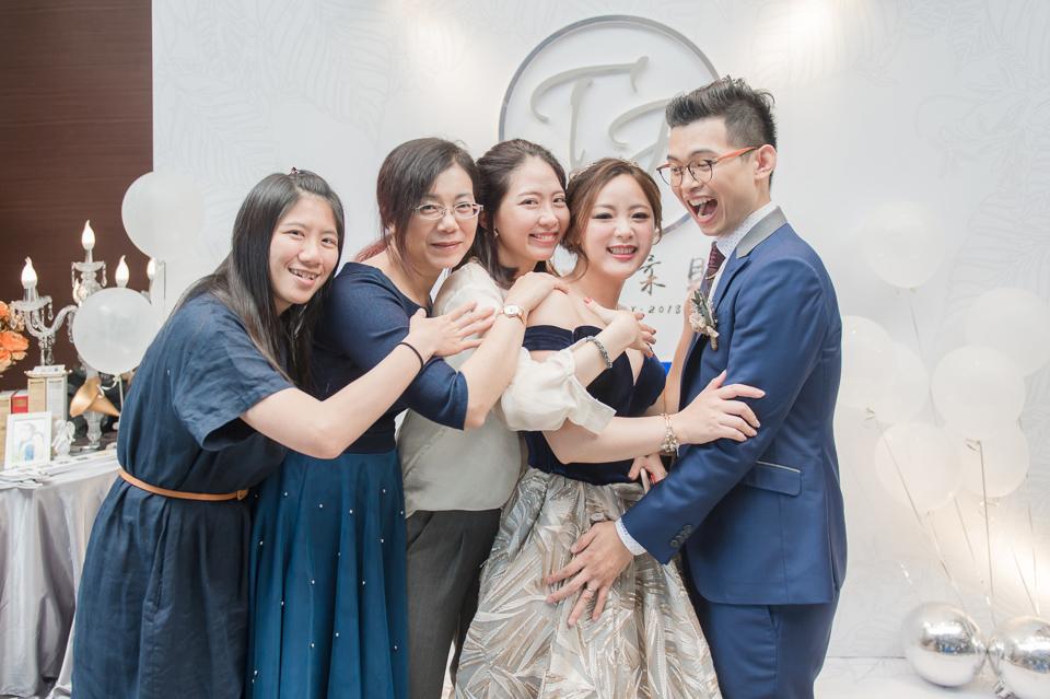 台南東東宴會式場 婚宴 走在幸福的紅毯上 R & B 163