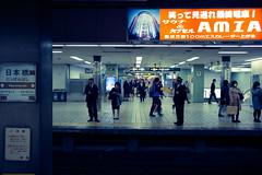L1004491 (kaichung) Tags: street leica leicamp leicasummicron35mmf20 35mmf20 japan city cityscape architecture cityofjapan citylight streetphotography streetpeople streetleica monochrome blackwhite blackandwhite kyoto 窗戶 人 建築物 路 單色 京都