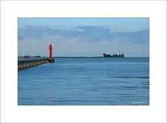 L'entrée du port... (Laurent TIERNY) Tags: paysage océan phare
