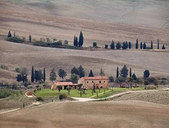 Val d'Orcia (Jolivillage) Tags: jolivillage landscape paesaggio valdorcia pienza toscane tuscany toscana italie italia italy europe europa picturesque geotagged maison house casa farmhouse arbres trees alberi