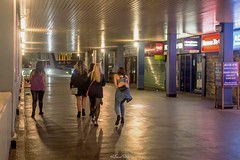 Street Photography, London Bridge (LFaurePhotos) Tags: londonbynight streetsoflondon ladies lfaurephotos londonbridge people southeastlondon streetphotography