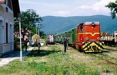 CFR Turda-Abrud: 87-0039 with Mixt3922 to Turda departs from Moldovenesti (Várfalva), 14-07-1995 (Paul-760) Tags: turdaabrud torda transsylvania romania narrow gauge schmalspur kisvasút erdély siebenbürgen 760mm smalspoor roemenië l45h faur