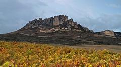 cellorigo (pascual 53) Tags: acantilados rocas cellorigo larioja canon eos7d ocaso viñas vinos riojaalta 50mm pueblo rural yosemiteriojano
